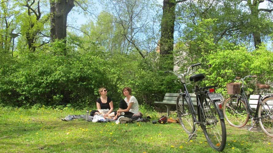 Jennie o anna i parken